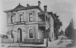 Commonwealth Bank on the corner of Commercial Street West and Gray Street, Mount Gambier in 1905.